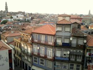 Porto, un secondo sguardo (con Torre dos Clérigos in lontananza, in alto a sinistra)