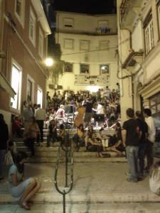 il citato concertino jazz per le scale di Coimbra